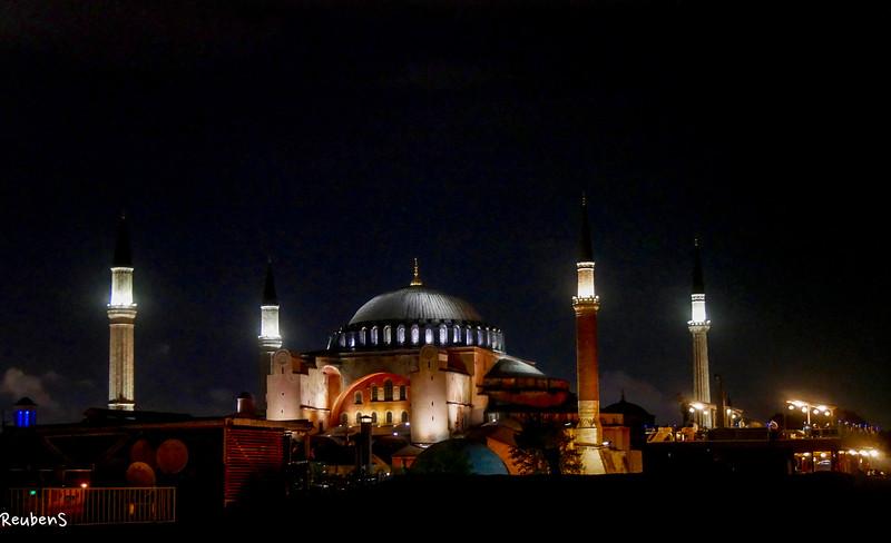 Night Hagia Sofia  Mosque.jpg