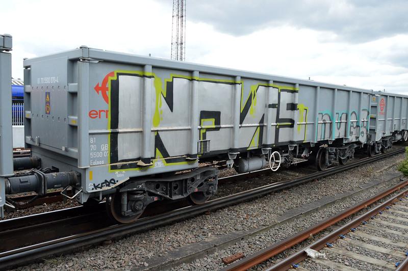 JNA 81.70.5500070-4 seen at Clapham Jct on 6o72 Colnbrook-Tonbridge  29/04/17