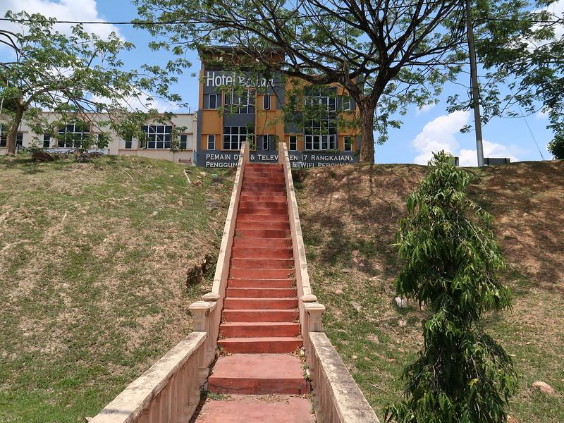 IMG_5100-stairs-to-hotel-bestari.JPG
