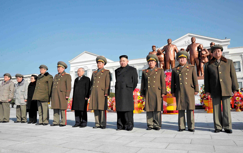 . North Korean leader Kim Jong-Un (4th R) and officials attend a wreath laying ceremony in front of a statue of North\'s founder Kim Il-Sung and his son and late leader Kim Jong-Il at the Mangyongdae Revolutionary School in Pyongyang on the occasion of birth anniversary of the late leader Kim Jong-Il, which falls on Saturday, in this undated recent picture released by the North\'s official KCNA news agency on February 16, 2013. REUTERS/KCNA