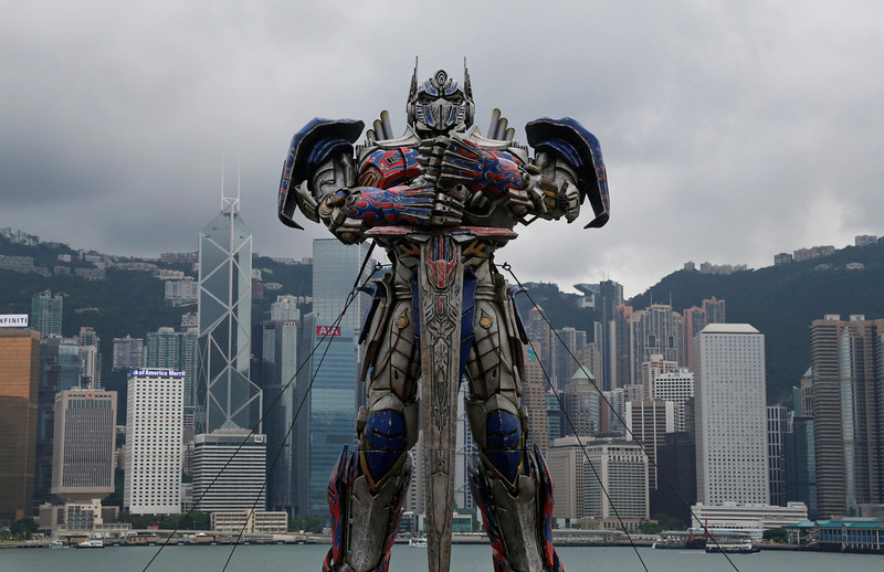 """. A giant figure of Optimus Prime from the movie \""""Transformers 4: Age of Extinction\"""" is displayed for the film\'s world premiere in Hong Kong Thursday, June 19, 2014. The latest installment in the blockbuster series of \""""Transformers\"""" films is making its world premier not in the usual entertainment hubs of Los Angeles or New York but in the wealthy Chinese metropolis of Hong Kong, the latest sign of Hollywood\'s increasing focus on China\'s booming film market. (AP Photo/Kin Cheung)"""