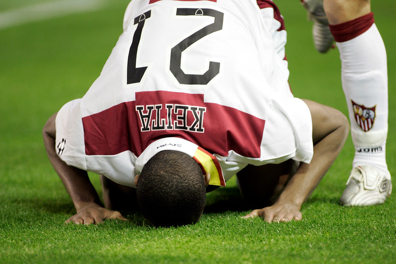 Seydou Keita kissing the ground to celebrate a goal. UEFA Champions League first knockout round game (second leg) between Sevilla FC (Seville, Spain) and Fenerbahce (Istambul, Turkey), Sanchez Pizjuan stadium, Seville, Spain, 04 March 2008.