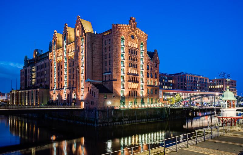 Maritimes Museum Hamburg und Busanbrücke