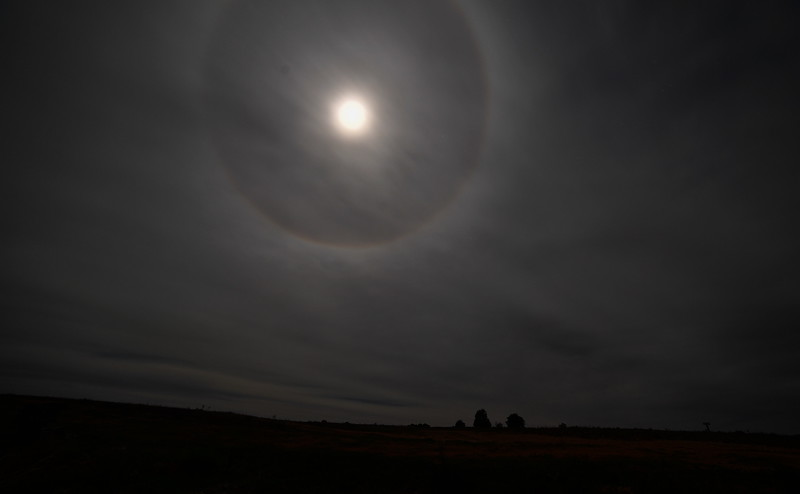 Moon ring halo