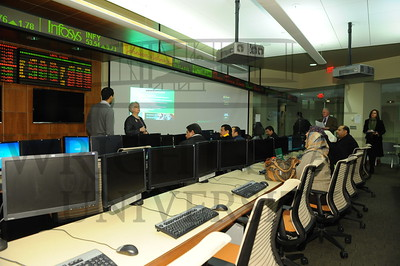 7668 Iraq Visitors in the Trading Room 1-24-12