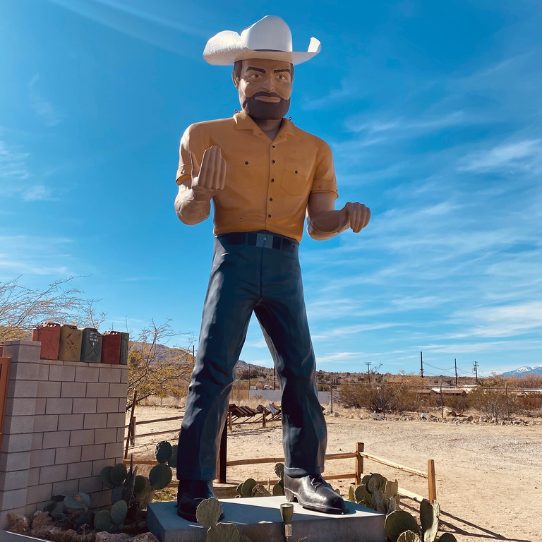 Fuzzygalore visits big josh the Joshua Tree Muffler Man