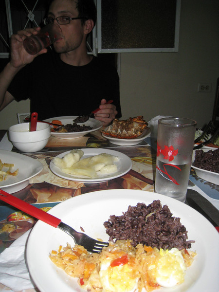 Back in Vinales for another huge meal - the cabbage dish was really good (vinegar, cheese, hardboiled eggs, peppers)