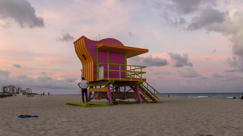 miami_south_beach_sunset_h264-420_1080p_29.97_HQ.mp4