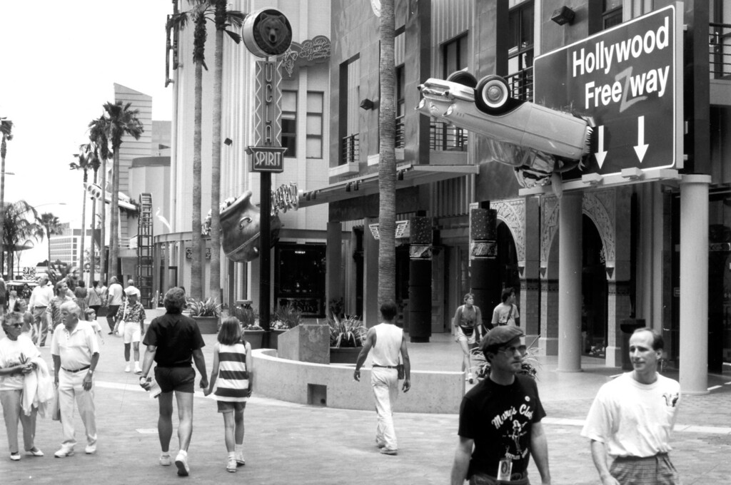 . Shoppers and visitors walk down a line of stores during the official CityWalk opening on May 25, 1993.  Daily News file photo