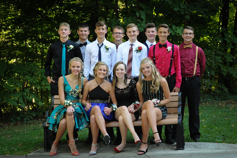 9-29-18 Bluffton HS HOCO - Eden Nygaard with 10th grade friends and Bailey Edwards (12th)-3.jpg