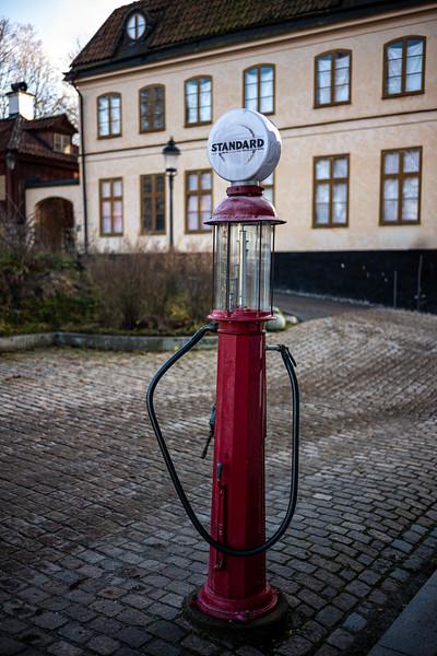 Standard gas pump Skansen.jpg