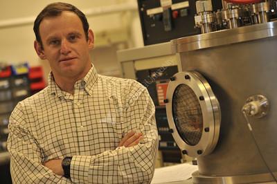 26198 David Lederman Portrait in Lab