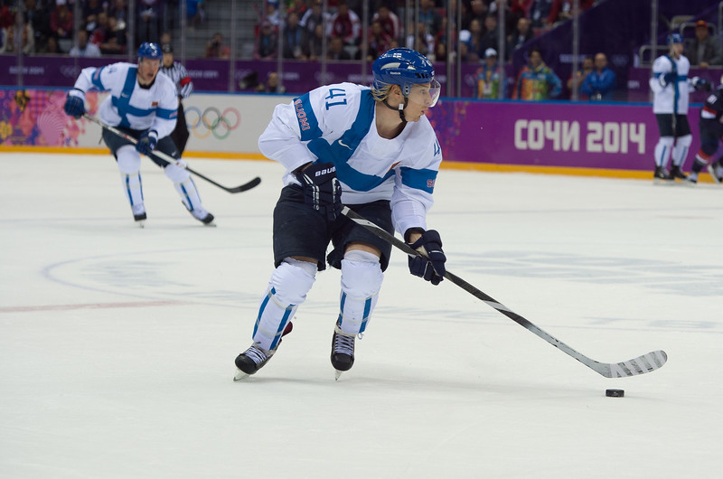 Antti pihltröm tuo kiekkoa