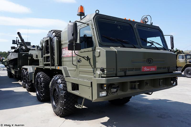 Седельный тягач БАЗ-6403 с полуприцепом ЧМЗАП-99901-020 и Т-80У (BAZ-6403 tractor unit with ChMZAP-99901-020 trailer and T-80U)