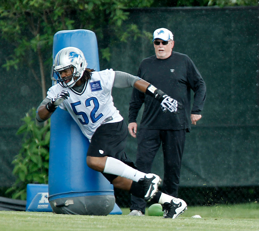 . Detroit Lions defensive end Darryl Tapp (52) runs a drill under the supervision of defensive line coach Jim Washburn during the final day of minicamp Thursday, June 12, 2014, in Allen Park, Mich. (AP Photo/Duane Burleson)