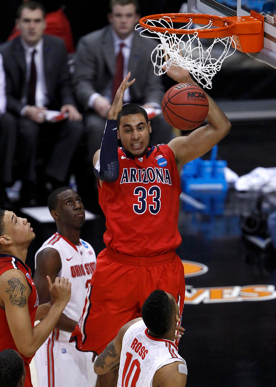 . Arizona Wildcats forward Grant Jerrett (33) slam dunks for two-points above Ohio State Buckeyes forward LaQuinton Ross (10) in the first half of their West Regional NCAA men\'s basketball game in Los Angeles, California March 28, 2013. REUTERS/Alex Gallardo
