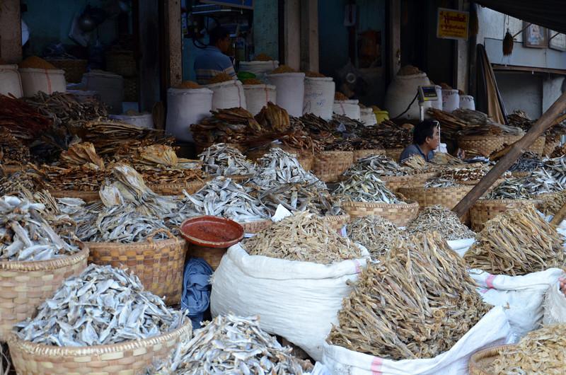 DSC_4895-dried-fish-stall.JPG