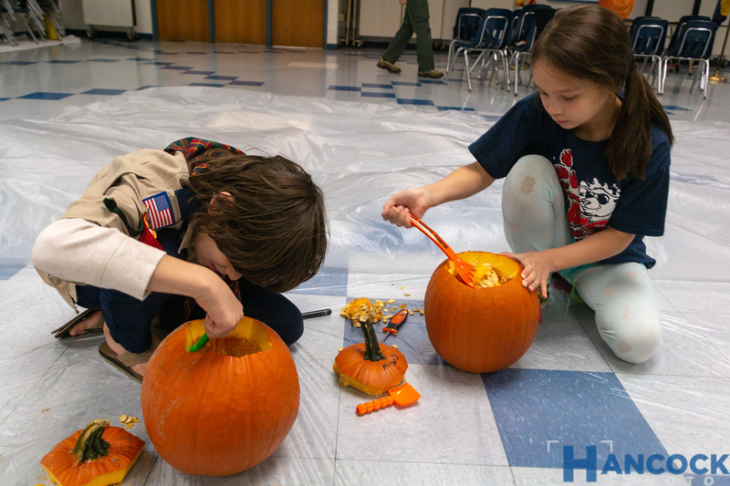 Cub Scout Pumpkin Carving 2018-042.jpg