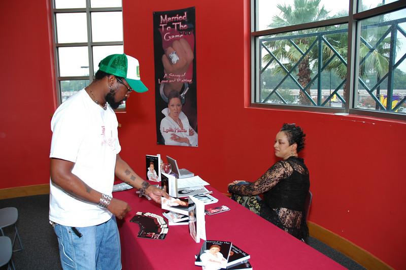 Lydia Harris Book signing 007.jpg