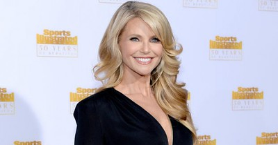 462694351-3Stunning Christie Brinkley, 61, Credits Vegan Diet for Youthful Looks.jpg
