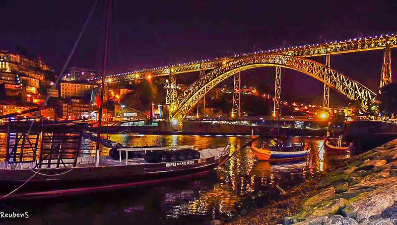 Bridge boats  Porto.jpg