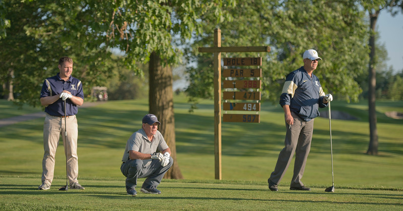 2019_scholarship_golf_46242.jpg