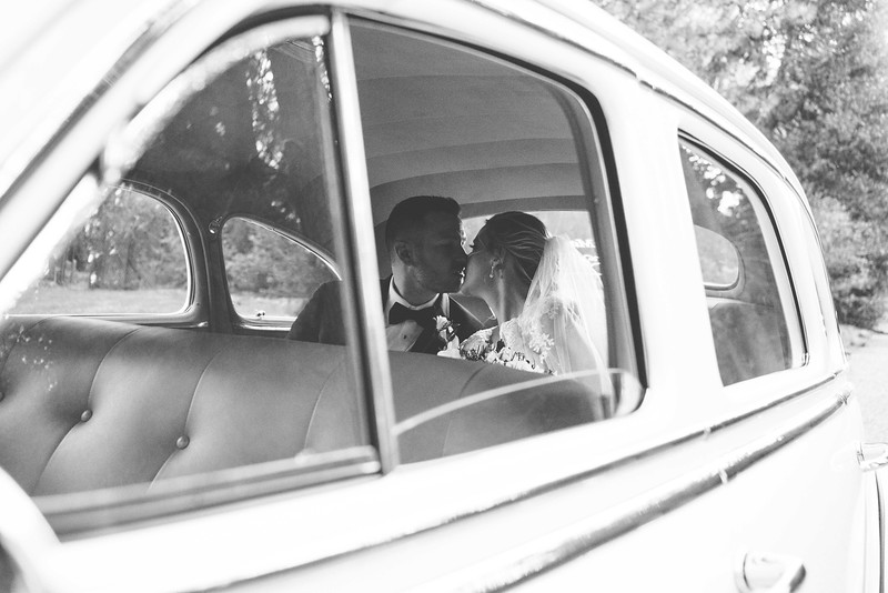 forest-house-lodge-wedding-vintage-car.jpg