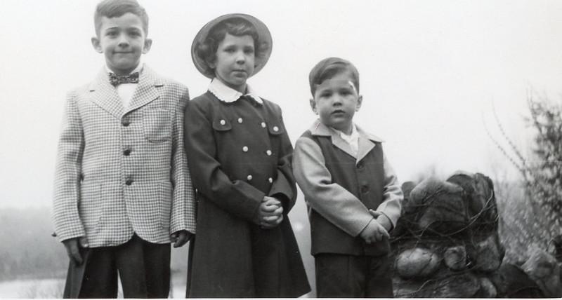 1952 John, Sue & Greg.jpg