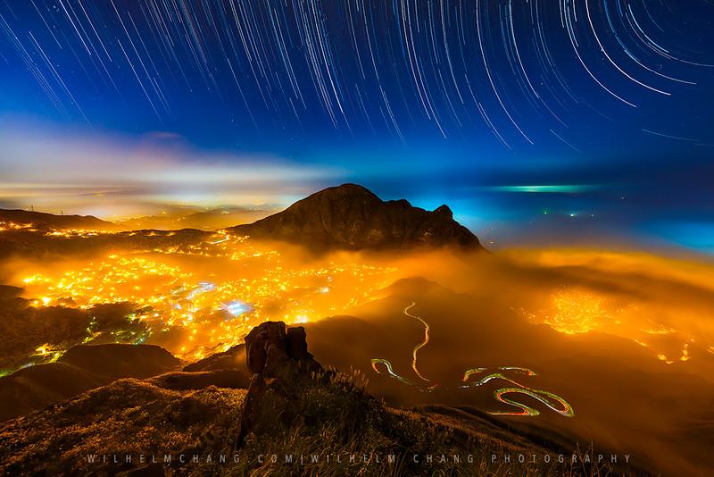 基隆山星軌 霧掩水金九 Mt. Keelung by Wilhelm Chang