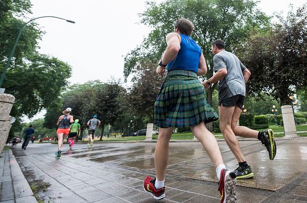 DAVID LIPNOWSKI / WINNIPEG FREE PRESS  Manitoba Marathon participants run on Assiniboine Avenue Sunday June 18, 2017.