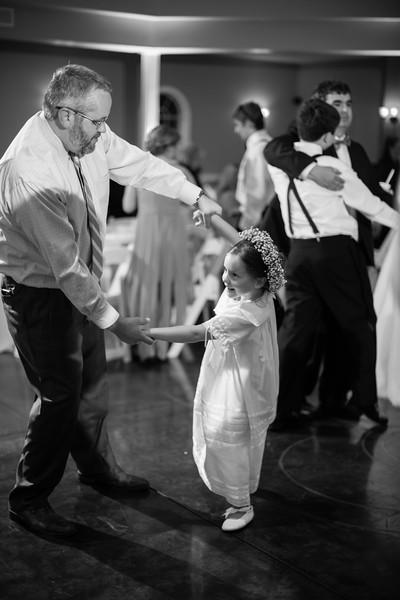1001_Josh+Lindsey_WeddingBW.jpg