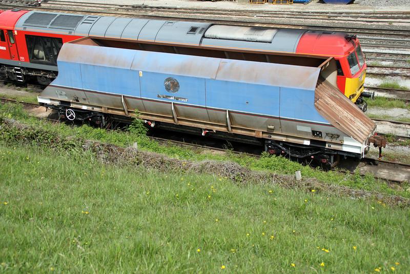 HJA 300400 seen at Peak Forest Sidings 20/06/12.