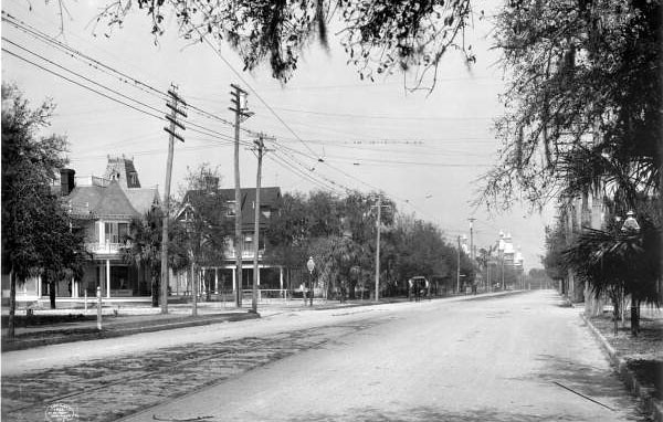 Hyde Park Avenue - 1905.jpg