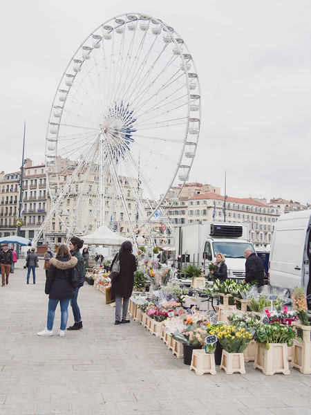 marseille flower market with people 3.jpg
