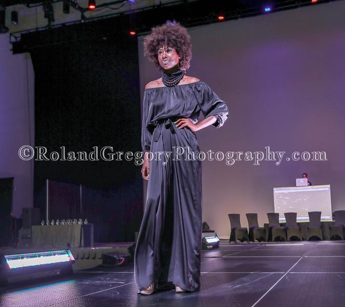100 Womens Fashion show2019-3544.jpg