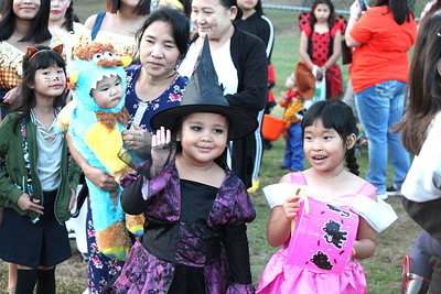 Center's 2019 Halloween In the Hole draws kids, candy and costumes galore
