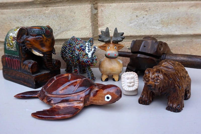animal figurines travel souvenir