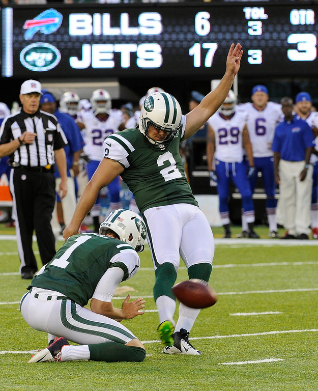 . New York Jets kicker Nick Folk (2) kicks a field goal during the second half of an NFL football game against the Buffalo Bills Sunday, Sept. 22, 2013, in East Rutherford, N.J. (AP Photo/Bill Kostroun)