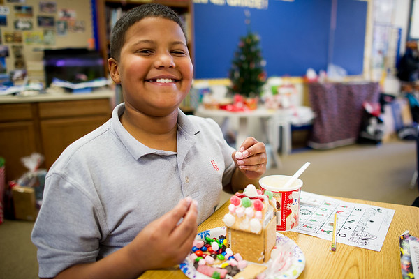 4th Grade - Graham Cracker Houses, Dec. 22, 2016