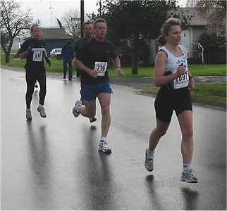 2003 Bazan Bay 5K - Laurie Ritchie ahead of Bruce Henning