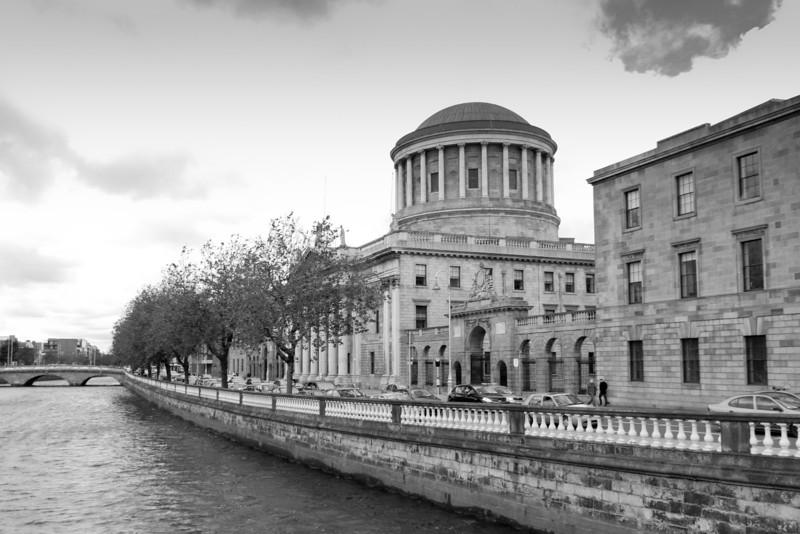 2011-07-16 -http://www.thedailyparker.com/PermaLink%2cguid%2c221085e7-8300-4de4-a762-e73c3f6371dc.aspx  Four Courts, Dublin.