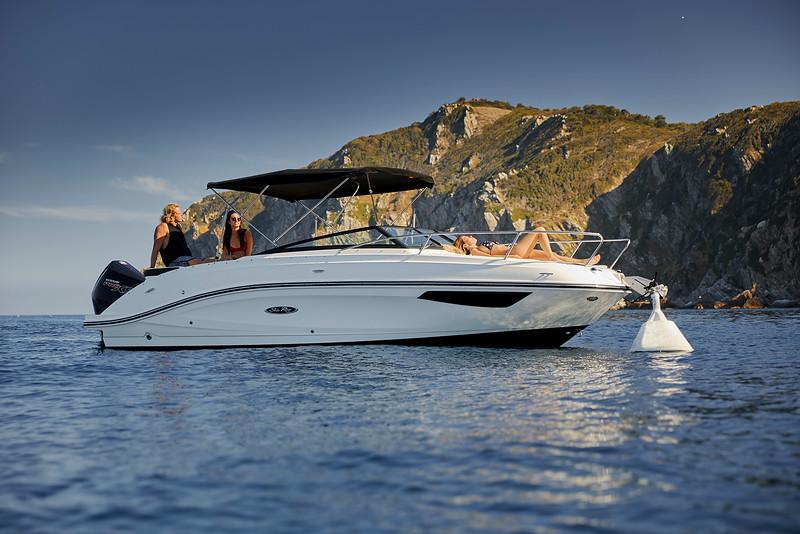 2020-Sun-Sport-230-outboard-Europe-header.jpg