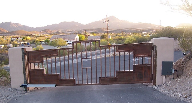 Residential Swing gate with operator