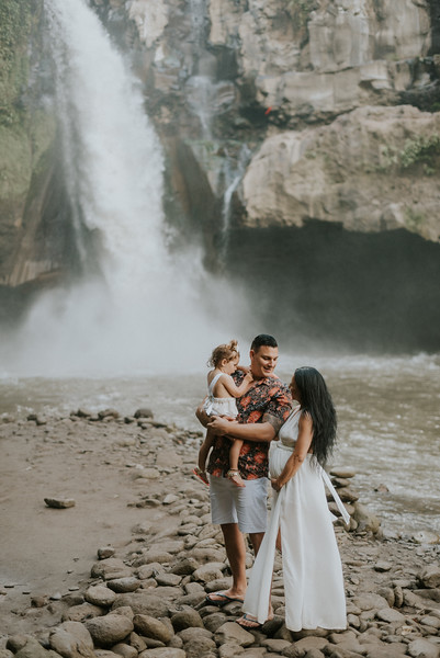 VTV_family_photoshoot_with_waterfall_Bali (36).jpg