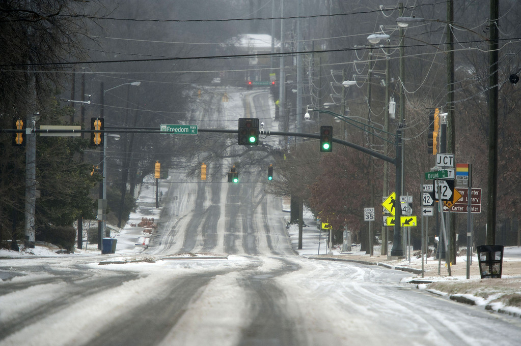 . Hazardous driving conditions leave Moreland Avenue nearly deserted on February 12, 2014, in Atlanta, Georgia. Public schools were closed, many businesses were closed, and a state of emergency was declared in 45 Georgia counties as sleet, freezing rain and snow fell across the state. (Photo by Davis Turner/Getty Images)