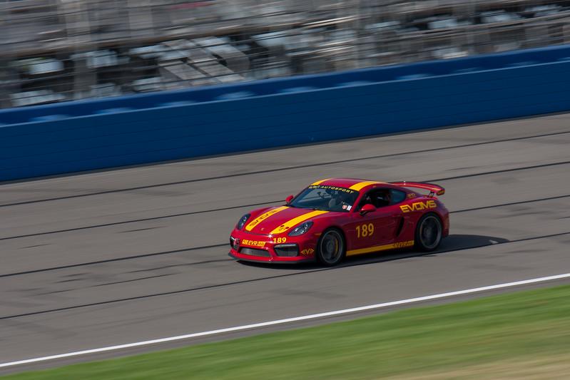 2015 Porsche GT4