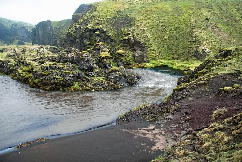 Syðri-Ófæra flæddi yfir í afrennslið úr Álftavatni. Hér er yfirleitt hægt að stikla yfir.