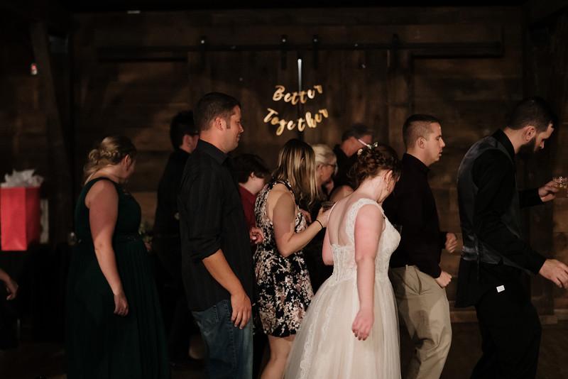 rustic_ohio__fall_barn_wedding-484.jpg