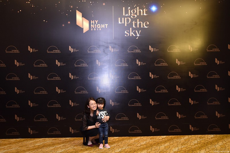 Hybrid-Technologies-year-end-party-instant-print-photo-booth-in-Hanoi-Chup-hinh-lay-ngay-Tat-nien-WefieBox-Photobooth-Hanoi-89.jpg