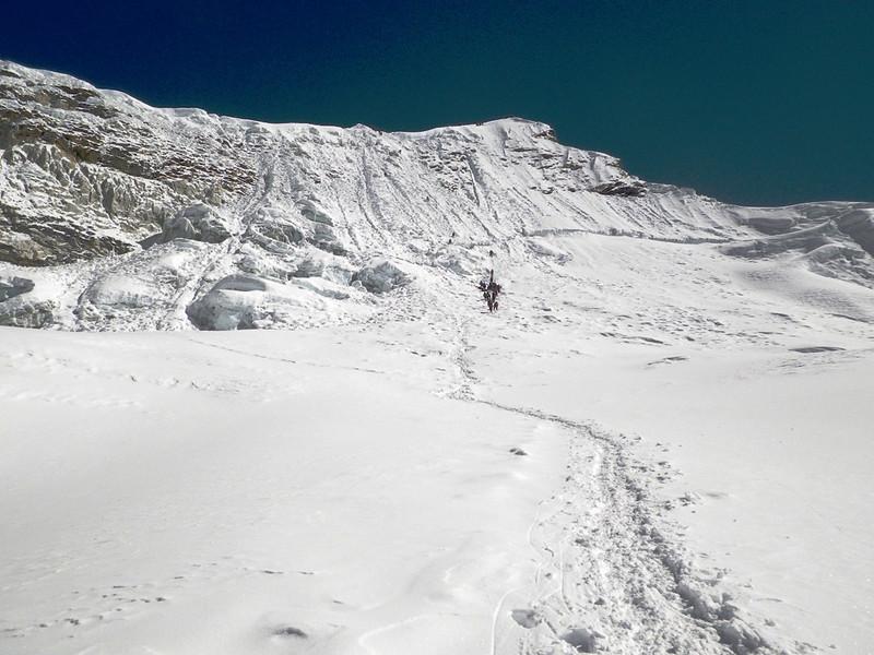 Look back towards Island Peak (22,305ft = 6.189m).
